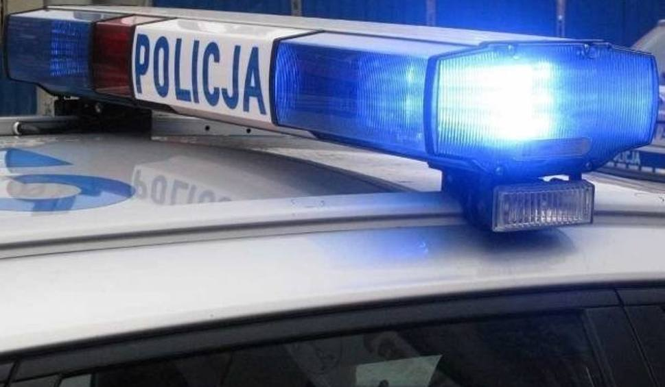 Film do artykułu: Potrącenie pieszego na przejściu dla pieszych na ulicy Lotha w Słupsku. 500 zł mandatu i 6 punktów karnych