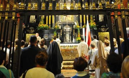 Klasztor paulinów. Kaplica Cudownego Obrazu Matki Boskiej Częstochowskiej. Pielgrzymki byli świadkami gorszącego wydarzenia z udziałem ekshibicjonis