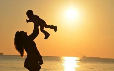 Mama 4 Plus: emerytura dla matek będzie przyznawana po osiągnięciu powszechnego wieku emerytalnego, czyli 60 lat w przypadku kobiet