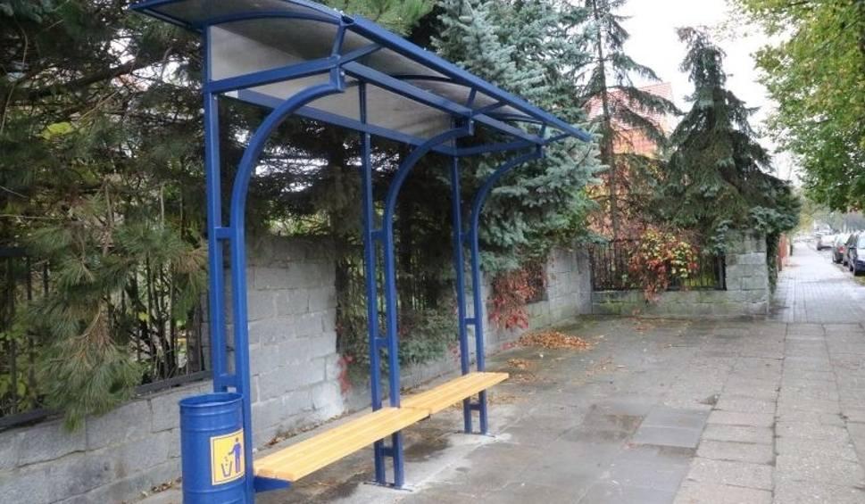 Film do artykułu: Nowe wiaty są montowane na przystankach autobusowych w Brzegu