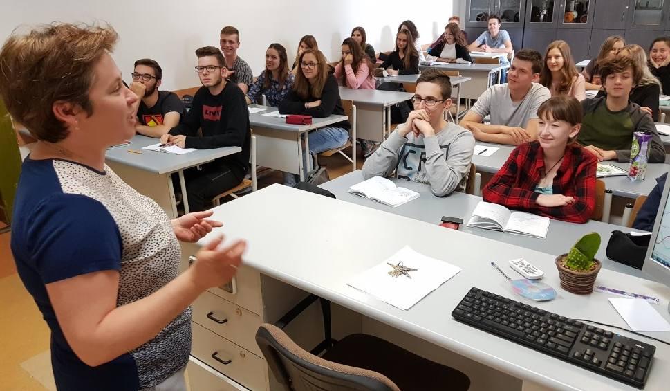 Film do artykułu: Nowy rok szkolny w Toruniu. Jak sobie poradzą szkoły średnie?