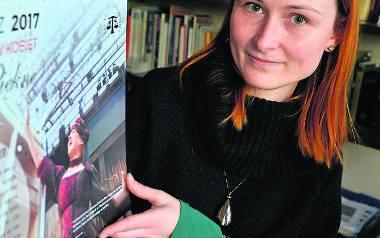 """Anna Zaręba-Sumicka z kalendarzem """"Piękne i silne"""""""