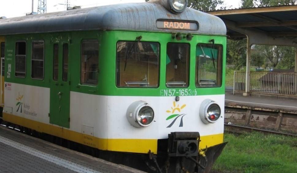 Film do artykułu: Utrudnienia na kolei na odcinku Warka - Dobieszyn. Zerwana sieć trakcyjna, wprowadzono zastępczą komunikację autobusową