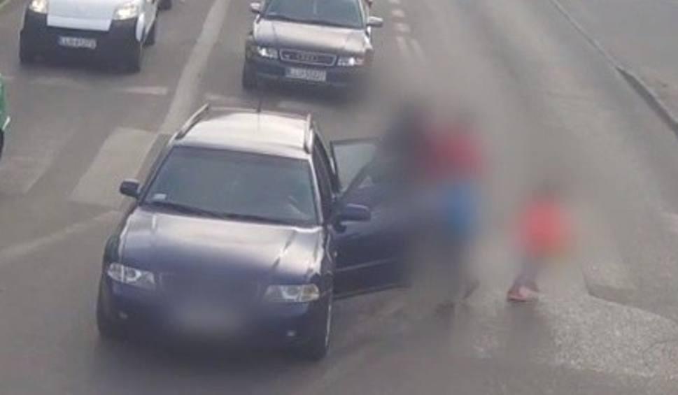 Film do artykułu: Łuków: Pijana kobieta za kierownicą. Wiozła dwójkę dzieci. Zatrzymał ją inny kierowca (WIDEO)