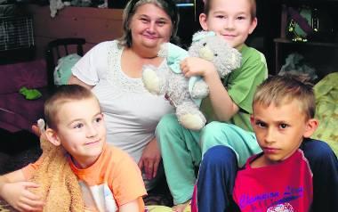 Rodzina Siwków jest szczęśliwa, że dostaje pieniądze z programu 500 plus. To dla nich wielka pomoc. Dzięki temu mogli kupić dzieciom nowe ubrania, zabrać