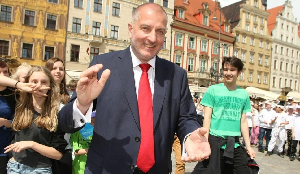 Film do artykułu: Prezydent zaprasza na Rynek: W niedzielę Wrocław obudzi Europę dzwonkami