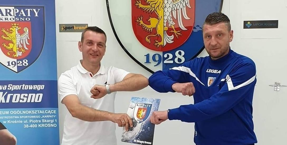 Łukasz Zych (z prawej) nie ukrywa, że był mile zaskoczony propozycją objęcia stanowiska dyrektora sportowego w Karpatach