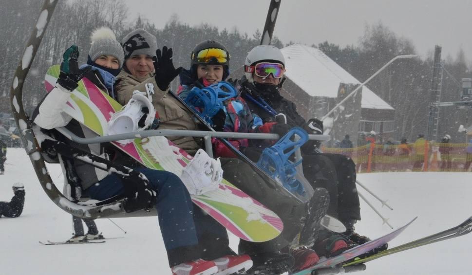 Film do artykułu: Sezon narciarski 2019 w ośrodku na górze Kamieńsk wystartował! [ZDJĘCIA, FILM]