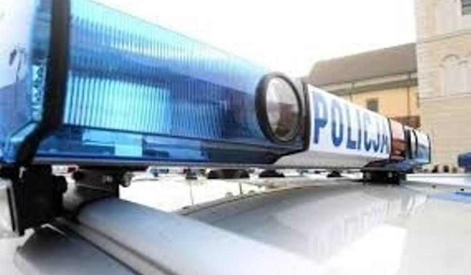 Film do artykułu: Policjanci z Bodzentyna i Kielc na sygnale eskortowali rodzącą kobietę