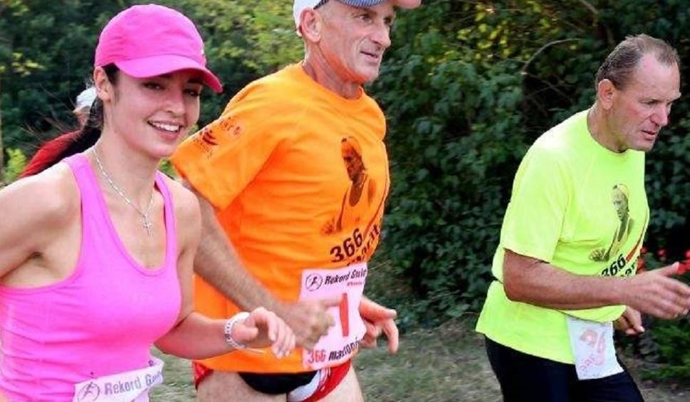 """Film do artykułu: """"366 maratonów w 366 dni"""". Ryszard Kałaczyński zgłosi swój wyczyn do Księgi Rekordów Guinnessa i... znów trenuje"""