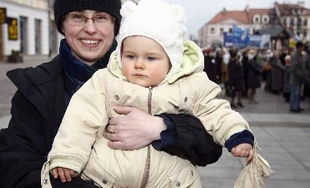 10-miesięczna Krysia z mamą. - Dostała imię po ukochanej babci mojego męża - mówi Anna Psujek.
