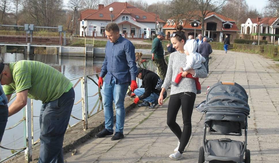 Film do artykułu: Prezydent Starachowic pracy się nie boi. Z pędzlem i szczotką w rodzinnym Suchedniowie