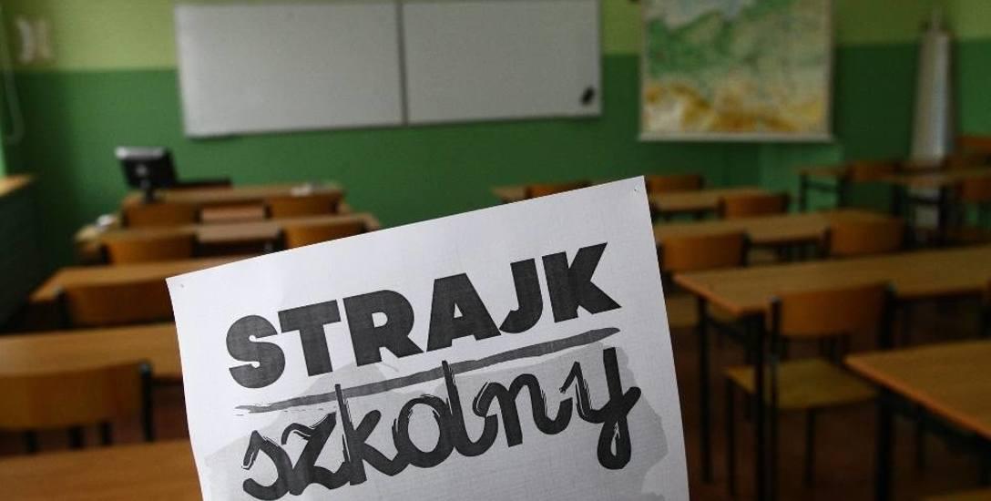 ZUS kontroluje nauczycieli na L4, a kurator oświaty żąda od dyrektorów szczegółowych raportów w sprawie sporu zbiorowego.  To dodatkowo podgrzewa i tak