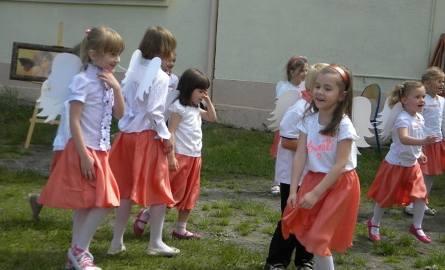Małe anioły bardzo chętnie tańczyły i śpiewały