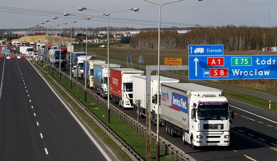 Film do artykułu: Budowa A1 w Łódzkiem. Autostrada połączy północ z południem i... rozdzieli ludzi