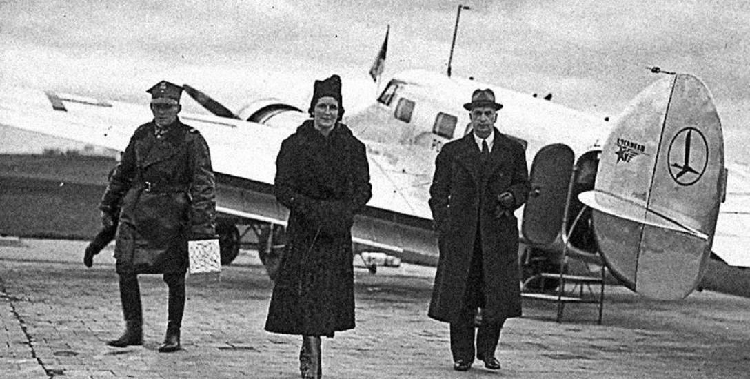 Jadwiga Sosnkowska (w środku), żona gen. Kazimierza Sosnkowskiego, ewakuowana przez Mikicińskiego do Akwizgranu. Zdjęcie przedwojenne