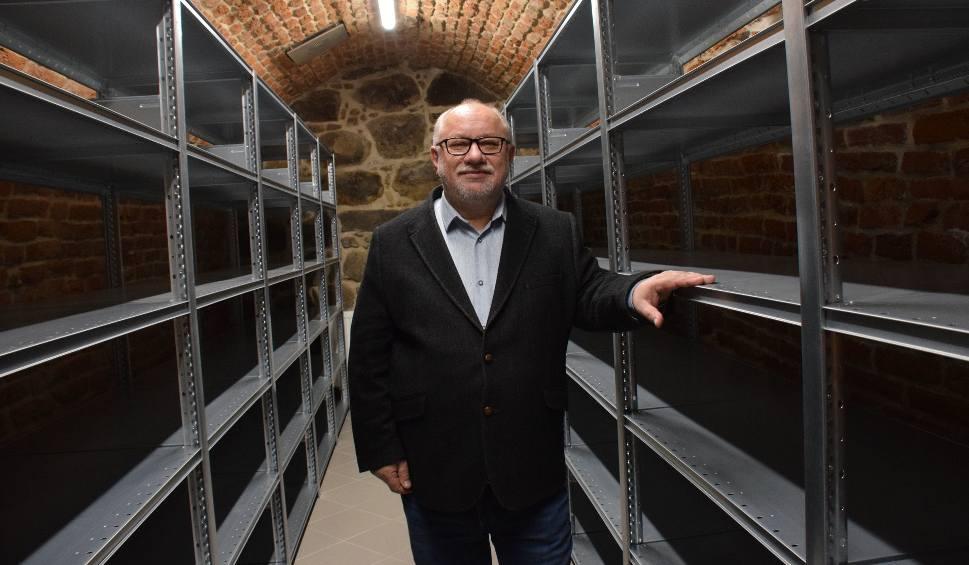 Film do artykułu: Muzeum Podkarpackie w Krośnie w piwnicach Domu Mazurkiewiczów otworzy magazyny studyjne szkła [ZDJĘCIA]