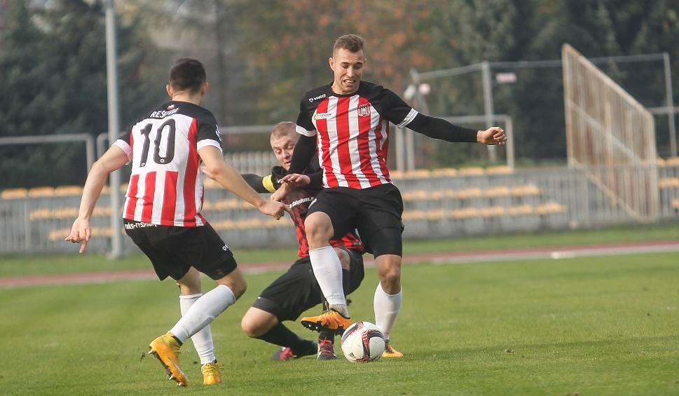 Film do artykułu: 3 liga. Resovia wygrała z Wólczanką Wólka Pełkińska po golu Davida Kwieka. Awans do 2 ligi jest coraz bliżej