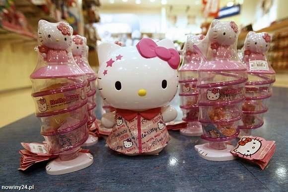 – Ten piekielny japoński kotek, to obraza dla chrześcijan. Omamił umysł niejednego dziecka na świecie i opróżnił kieszenie nieświadomych rodziców – ostrzega