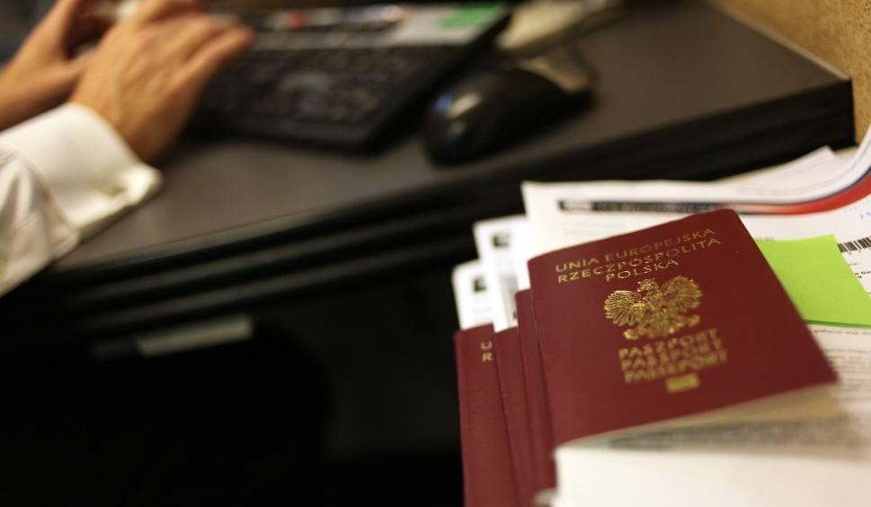 Film do artykułu: Wniosek o paszport: dla dorosłego, dla dziecka, o paszport tymczasowy [GDZIE ZŁOŻYĆ WNIOSEK, OPŁATY, CZAS OCZEKIWANIA] [18.08.2018]