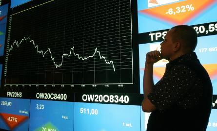 Miecz wciąż wisi nad inwestorami. Na razie jednak dramatu na rynkach wciąż nie ma, ale...