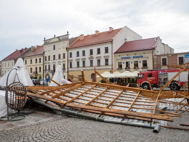 Gwałtowna burza w Tarnowie, ranni i spore zniszczenia [ZDJĘCIA INTERNAUTÓW]