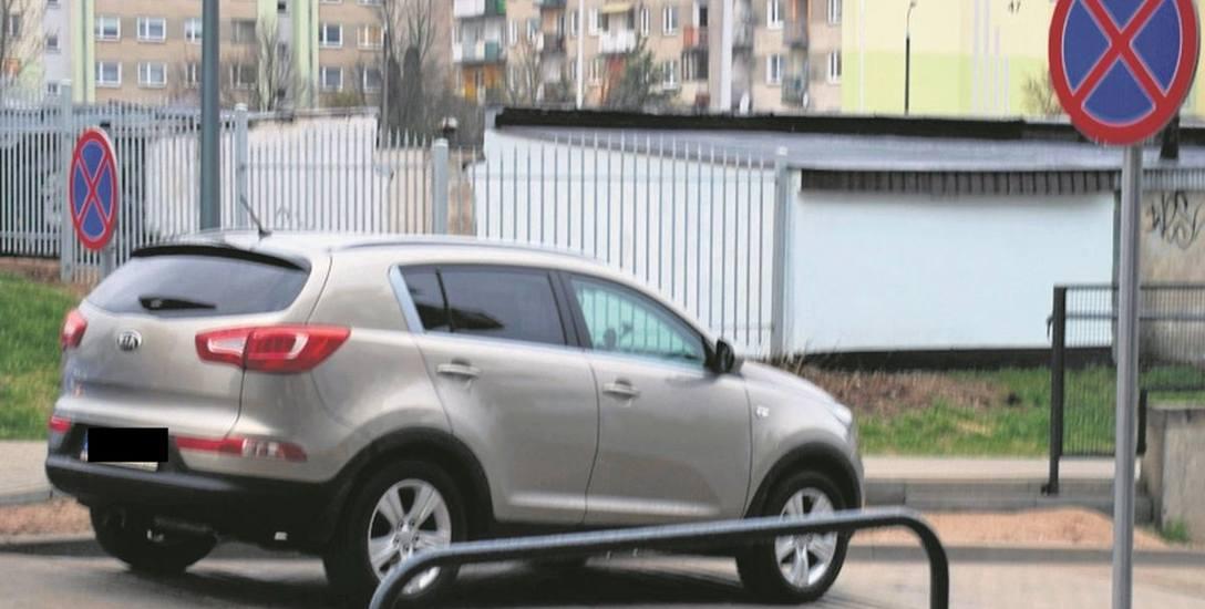 Samochód J. Tarnowskiego znajdował się tuż za znakiem zakazu