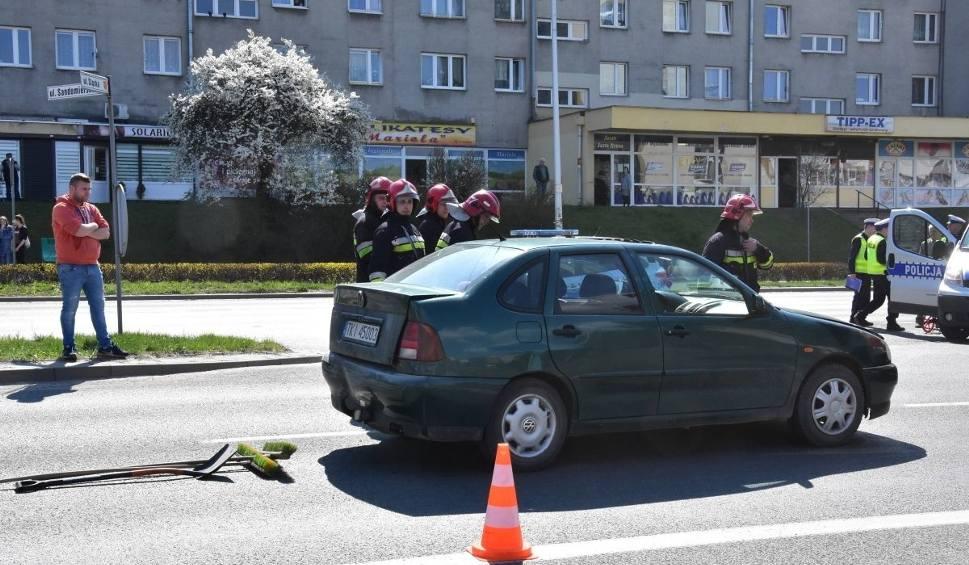 Film do artykułu: Dziecko zabrane do szpitala po wypadku w Kielcach