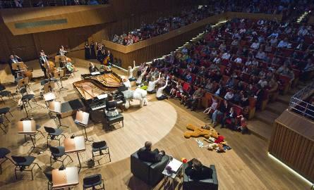 """W Filharmonii będzie można usłyszeć m.in. """"Taniec z szablami"""" z baletu """"Gajane"""" i Marsz Radetzky`ego J. Straussa"""