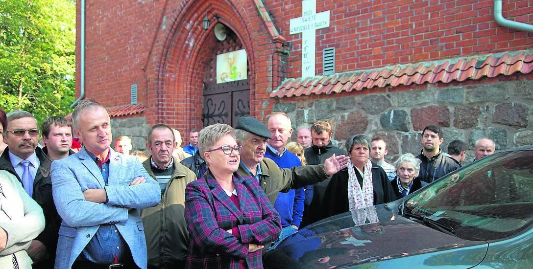 W historii konfliktu w Dziewierzewie zdarzyło się już, że parafianie zatrzymali auto księdza.