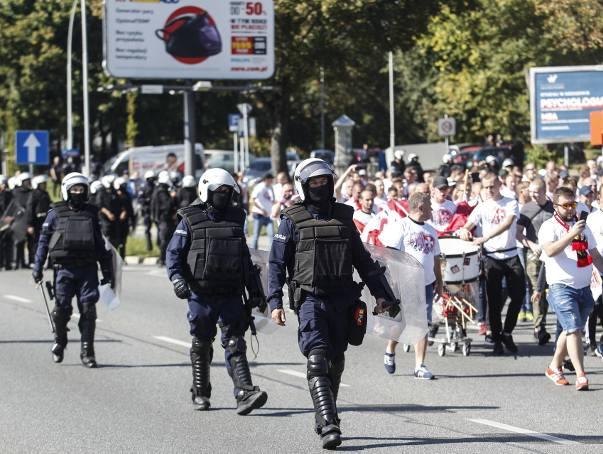 Wzmożone siły policji zabezpieczały w niedzielę rzeszowskie derby.Zobacz też:Wielkie derby Rzeszowa na remis. Stal Rzeszów - Apklan Resovia 1:1 [ZDJĘCIA,