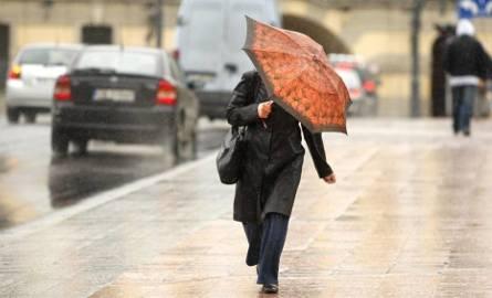 Intensywne opady deszczu - ostrzega Centrum Zarządzania Kryzysowego
