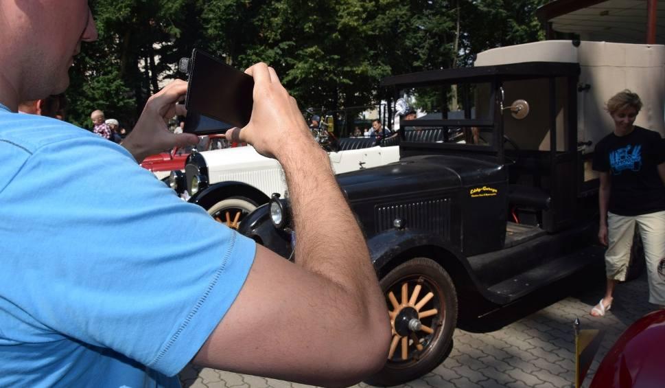 Film do artykułu: Rajd oldmobilami w stylu retro (zdjęcia)