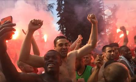 Po meczu w Chorzowie piłkarze Zagłębia Sosnowiec szybko wrócili do Sosnowca. Gdy autokar z drużyną zameldował się pod Stadionem Ludowym,na podopiecznych