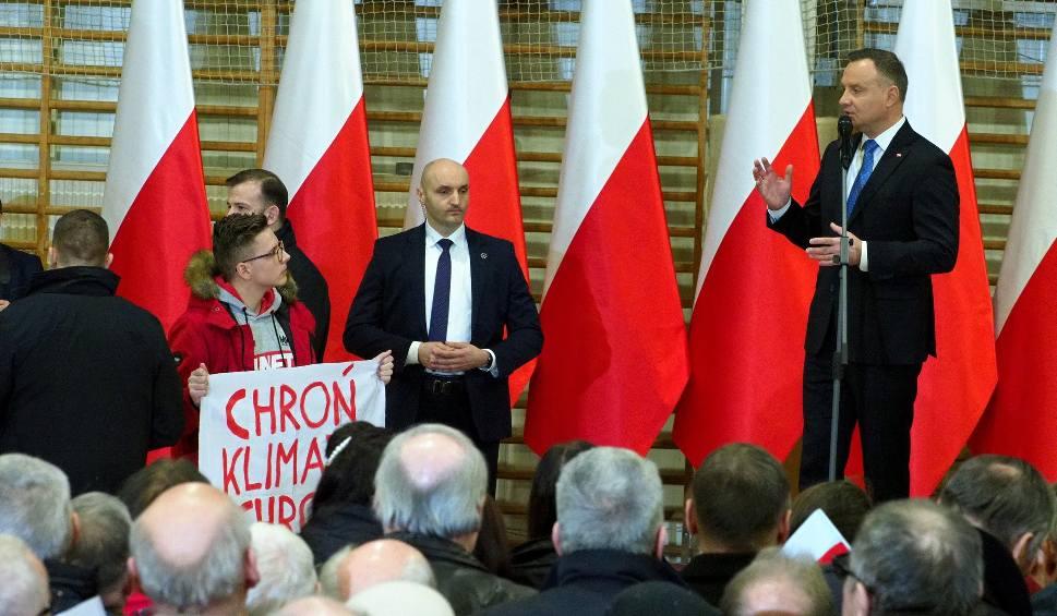 Film do artykułu: Na spotkaniu z Dudą chcieli mu zabrać transparent, prezydent interweniował. To radny lubelskiej Młodzieżowej Rady Miasta