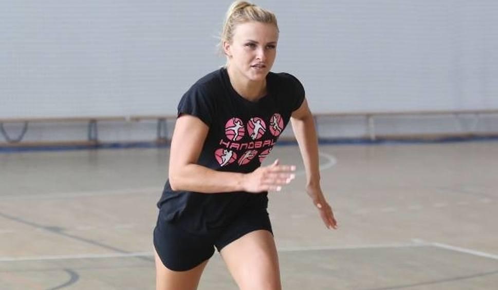 Film do artykułu: Kolejna zawodniczka zostaje w Koronie Handball Kielce. Kontrakt przedłużyła Edyta Charzyńska