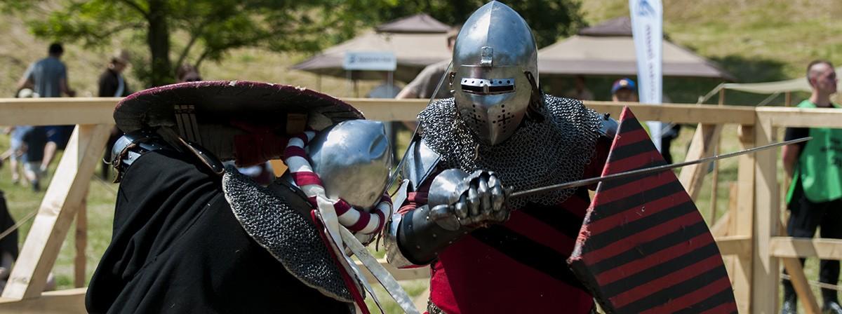Kilkuset zakutych w stal rycerzy starło się w warszawskim Forcie Bema w boju o sławę