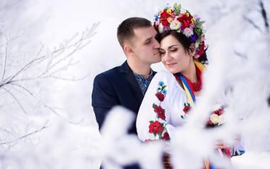 Polacy żenią się z Ukrainkami. Polki wolą Brytyjczyków i Hiszpanów. Liczba związków z cudzoziemcami idzie w tysiące, przybywa w nich dzieci