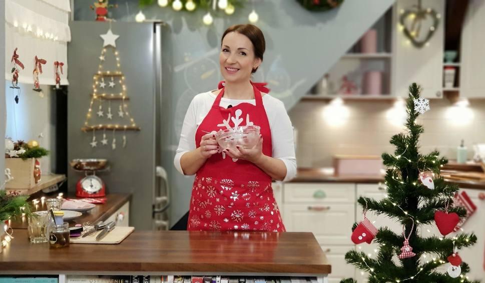 Film do artykułu: Przepis na miękkie pierniczki na Boże Narodzenie, które długo zachowają świeżość. Receptura Bistro mamy! [ŚWIĘTA Z NTO]