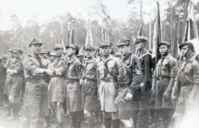 A tak się prezentowali harcerze Chorągwi Białostockiej. Z lewej na pierwszym planie komendant Stanisław Łopatecki