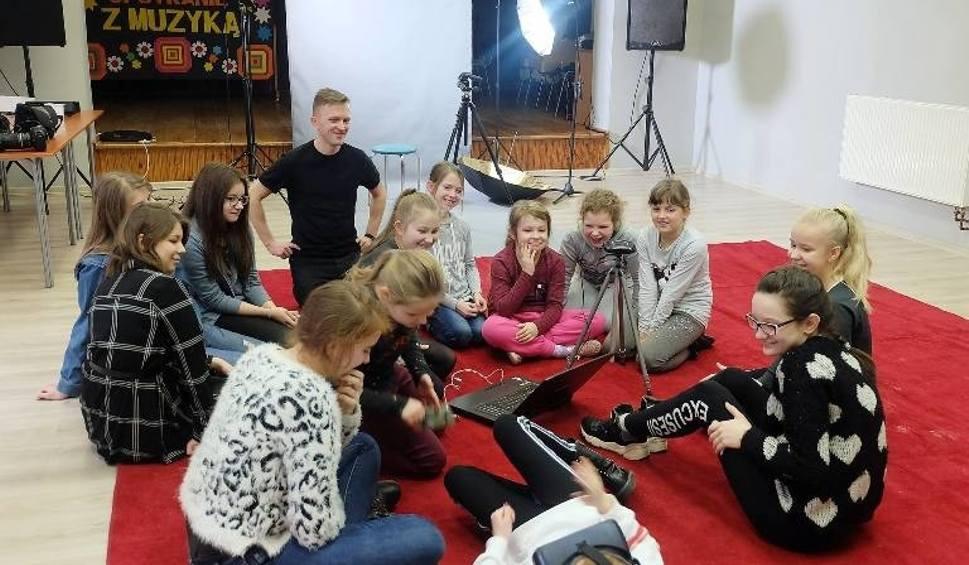 Film do artykułu: Interesujące warsztaty z powstawania filmów w Gminnym Ośrodku Kultury w Wieniawie