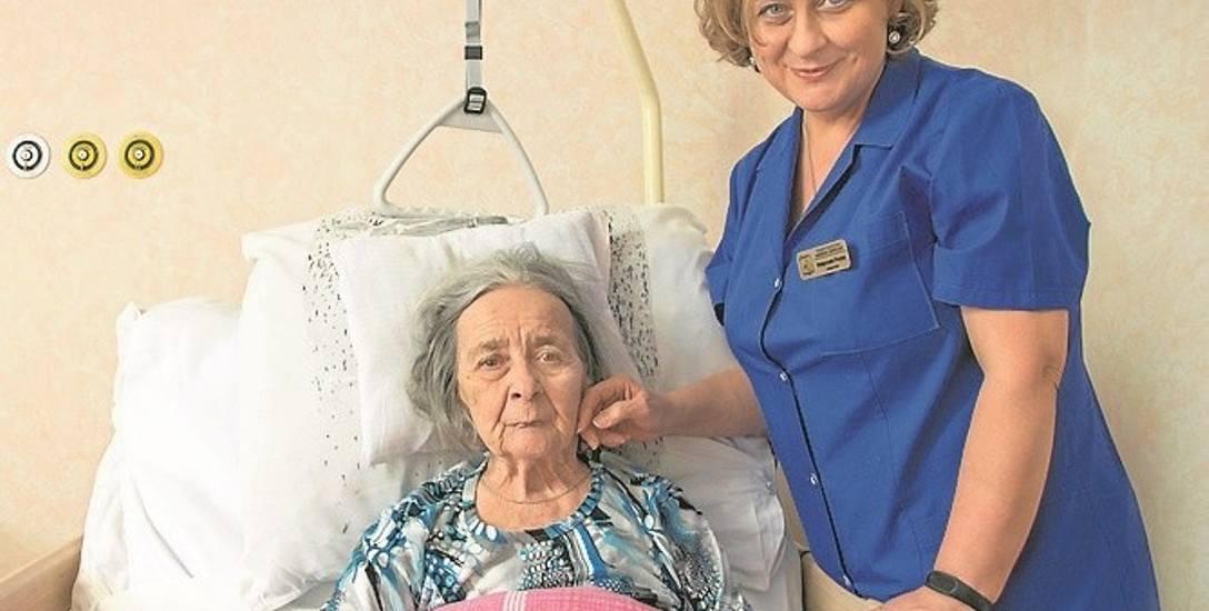 W Sądeckim Hospicjum do pacjentów mówi się po imieniu. Pani Jadwiga ma 84 lata, pod opieką ośrodka jest już przeszło rok
