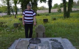 - Ewangelicki cmentarz to też część historii Jezior - mówi sołtys Andrzej Mazur