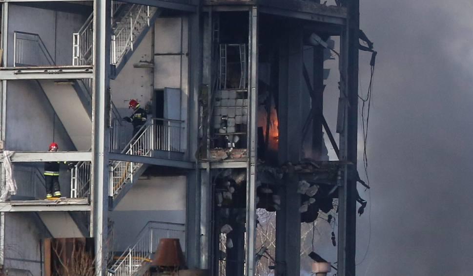 Film do artykułu: Pożar w sortowni kopalni Boże Dary. 18 zastępów PSP na miejscu walczy z ogniem. Nie ma poszkodowanych ZDJĘCIAZDJĘCIA