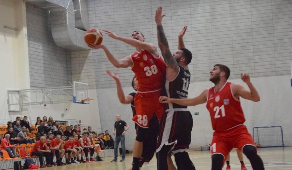 Film do artykułu: II liga koszykarzy: Dobry mecz, ale porażka koszykarzy AZS UJK Kielce na Podlasiu