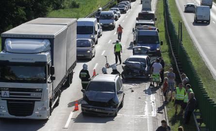 Dwa wypadki na A4. Zderzyło się w sumie osiem aut