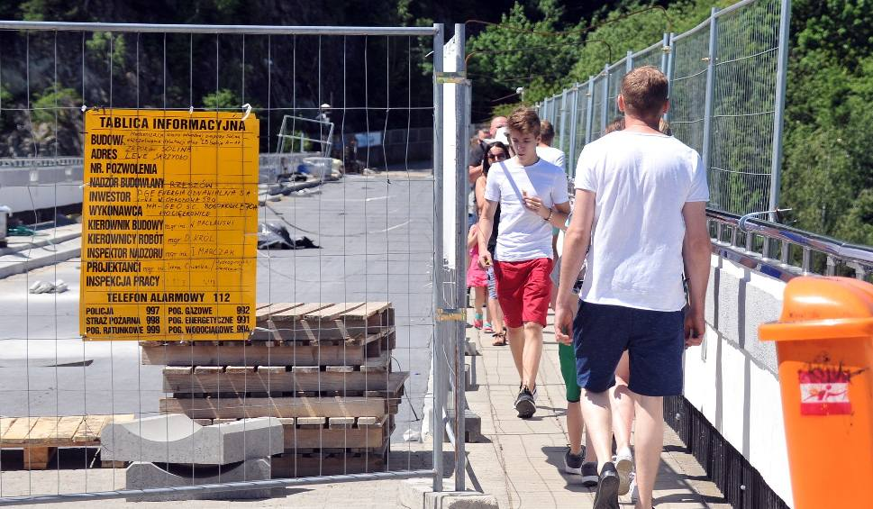 Film do artykułu: Trwa uszczelnianie zapory w Solinie. Turyści spacerują gęsiego [ZDJĘCIA]