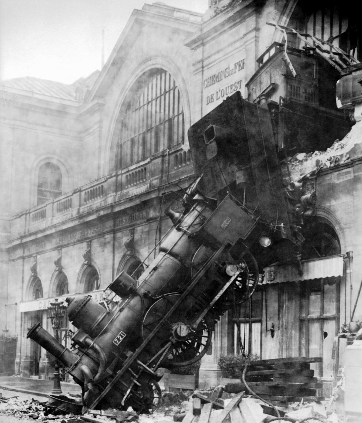 Fotografia wypadku na Gare Montparnasse stała się inspiracją między innymi dla surrealistów
