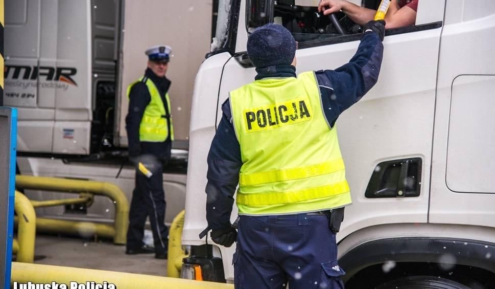 Film do artykułu: LUBUSKIE. Policjanci na bramkach autostrady A2. Sprawdzano trzeźwość kierowców. Wpadł pijany kierowca [WIDEO, ZDJĘCIA]