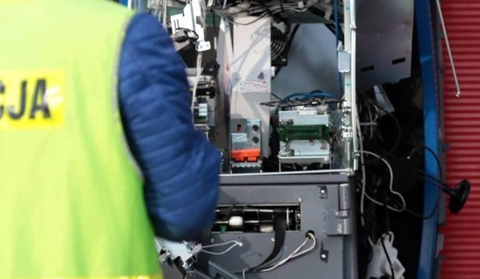 Film do artykułu: Kolejny bankomat wyleciał w powietrze. Tym razem przy markecie Biedronka w Pszczewie. Zginęły kasety z gotówką